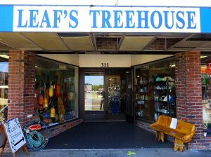 Leaf's Treehouse in Coos Bay, Oregon by Jets Like Taxis