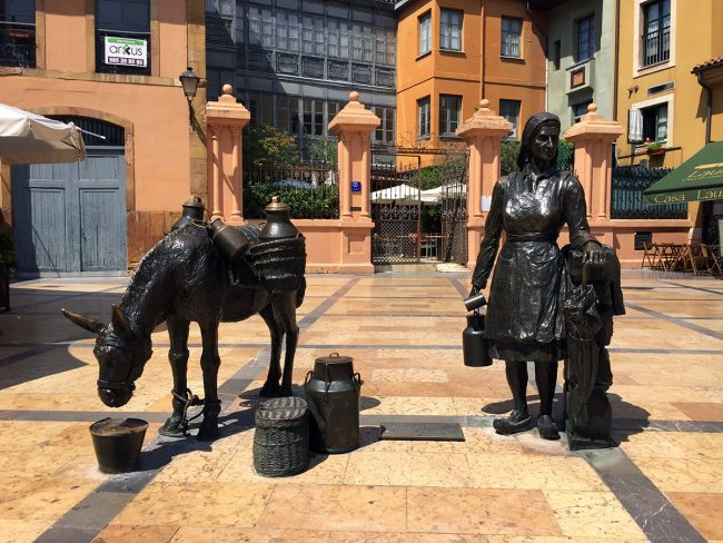 Sculpture in Oviedo, Spain by Jets Like Taxis